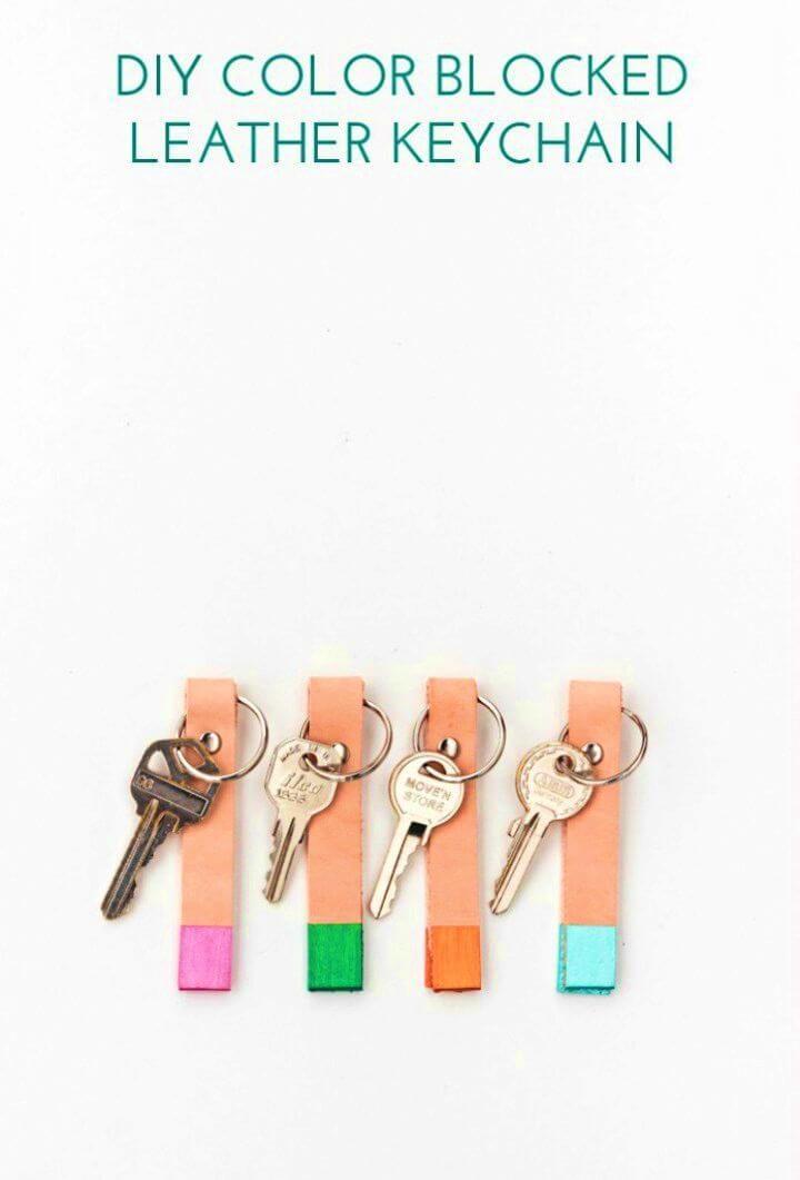 Amazing DIY Color Blocked Leather Keychains, DIY, easy DIY, quick DIY, cheap DIY projects, DIY color blocks, color blocks, DIY color block art, color block technique, DIY leather keychain, DIY keychain.