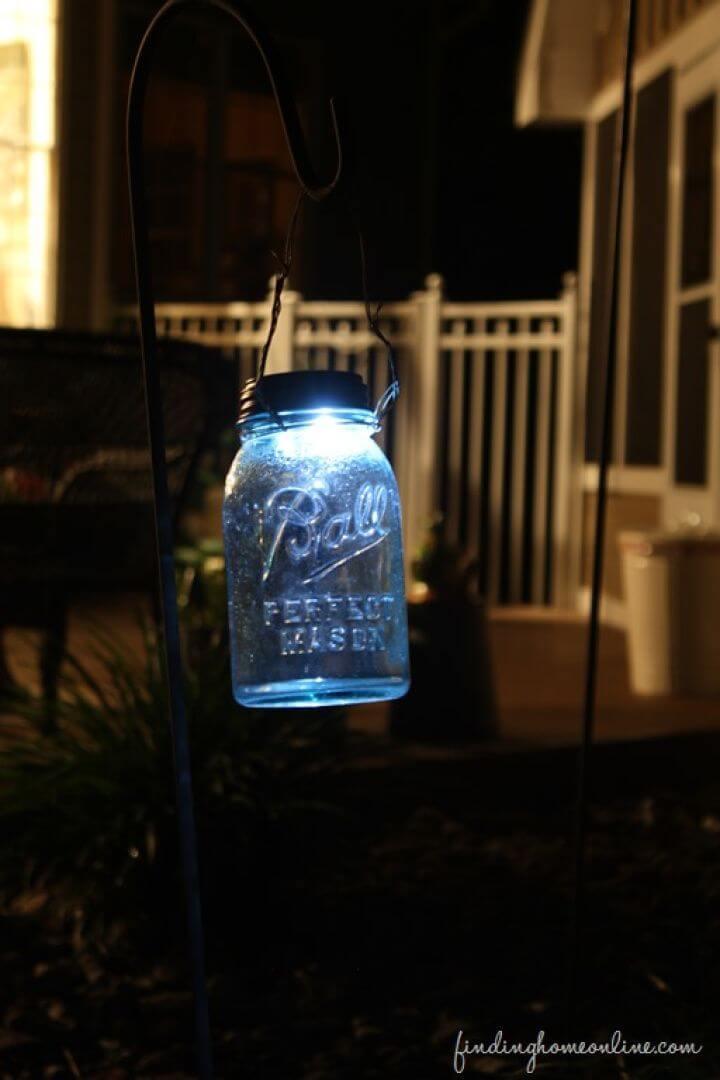 Beautiful DIY Mason Jar Solar Light
