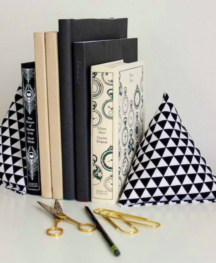 DIY Fabric Pyramid Bookends Project