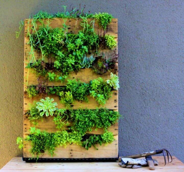 How To Build Recycled Pallet Vertical Garden