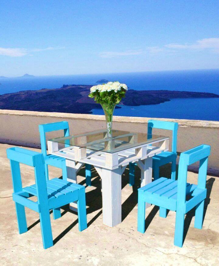 Make Pallet Garden Furniture Set