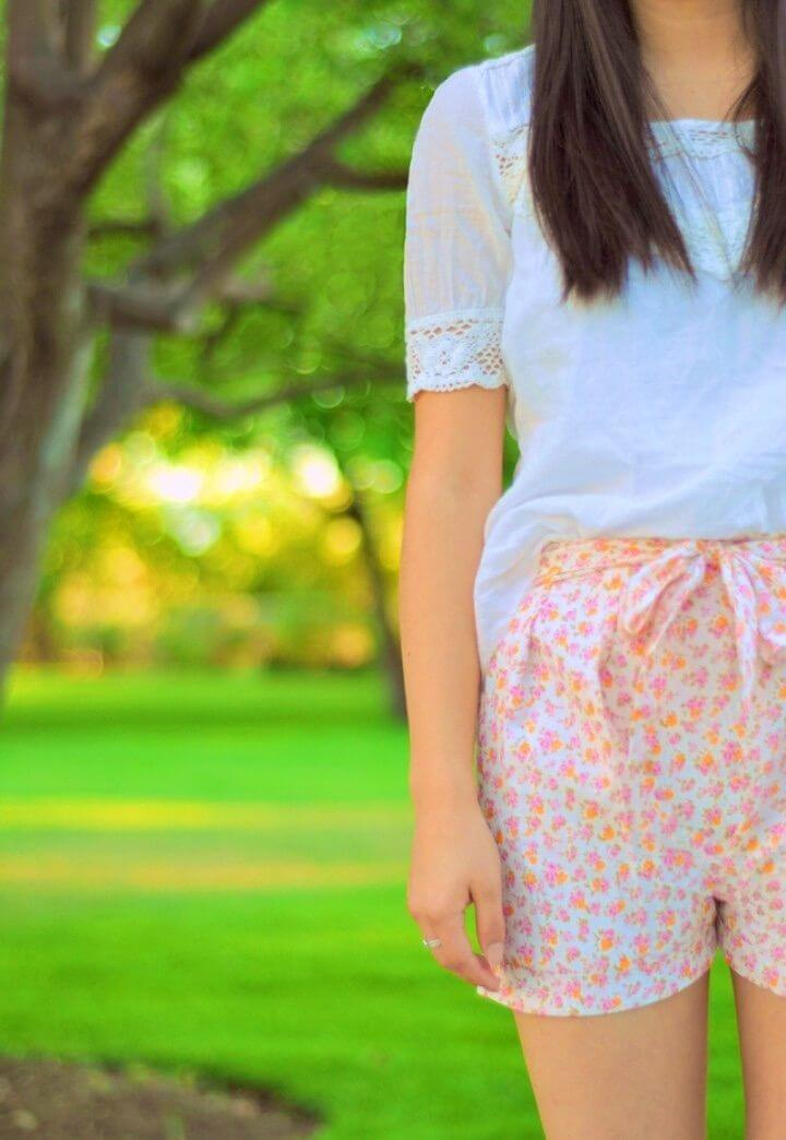 Sew Floral Pleated Shorts With a Bow