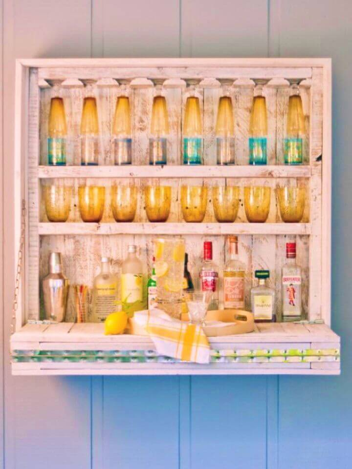 Turn Pallets into a Hanging Outdoor Bar