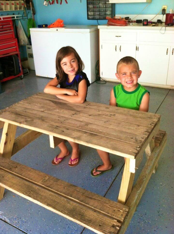 Build Kids Picnic Table From Pallet Wood