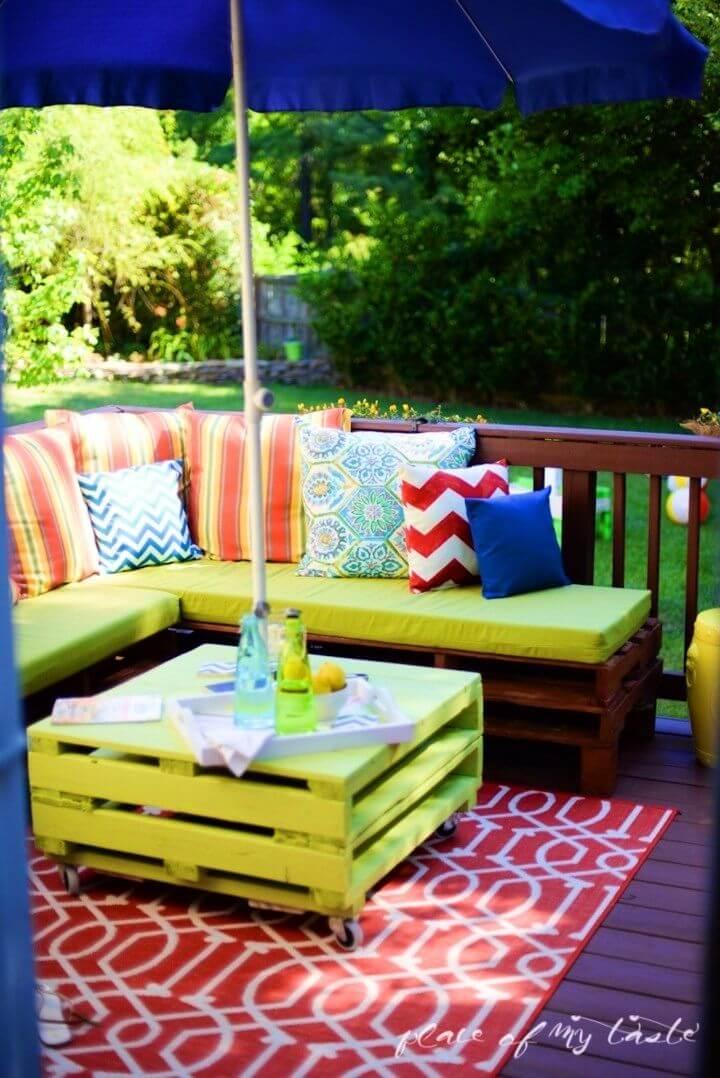 DIY Outdoor Pallet Furniture Makeover