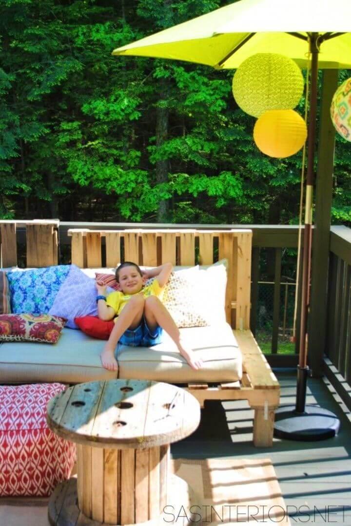 DIY an Outdoor Pallet Sofa