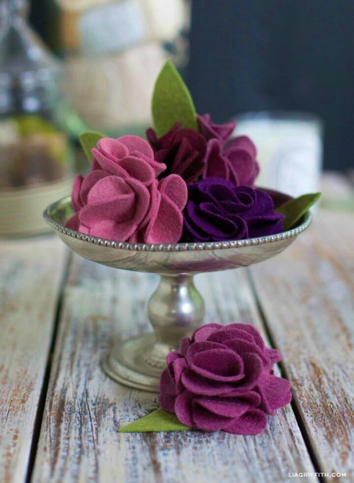 Easy DIY Carnation Made in Felt