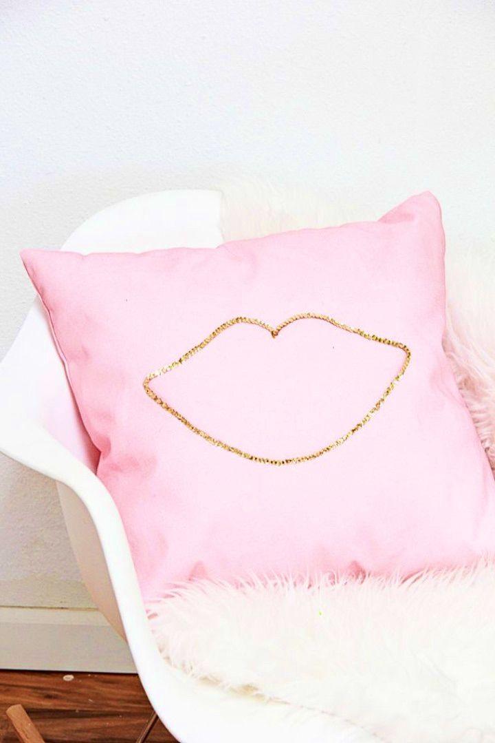 Fantastic DIY No Sew Sequin Lip Pillow