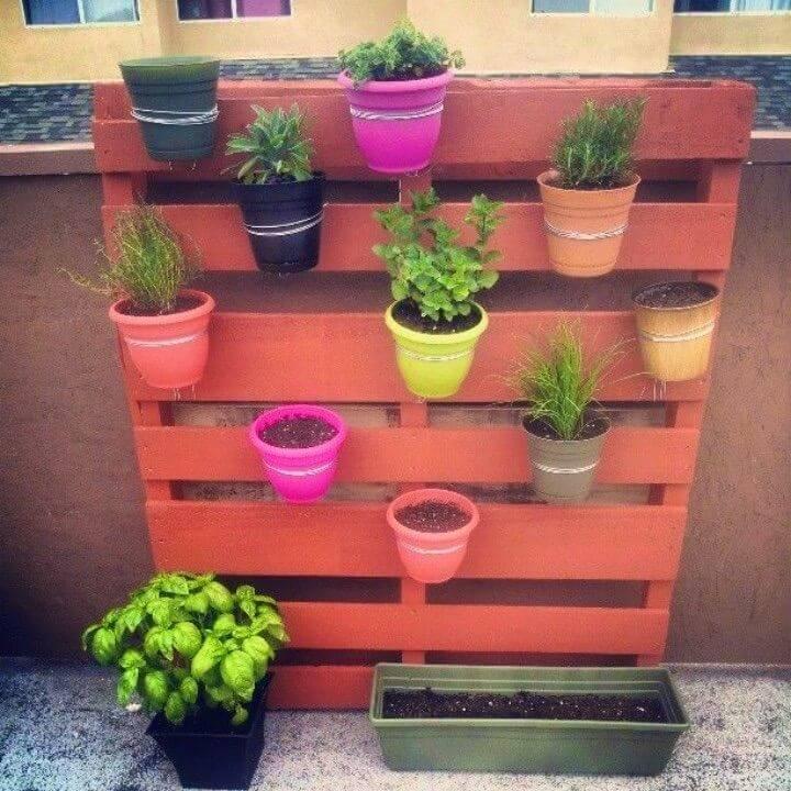 DIY Vertical Pallet Garden in Steps