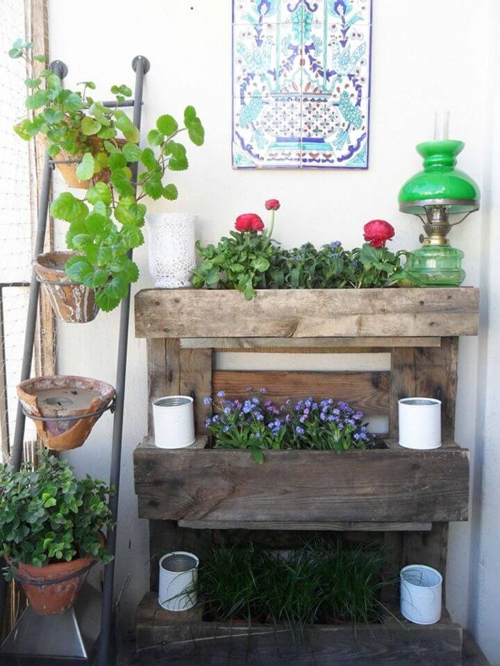 How to Build A Wall Garden Out Of A Pallet Great For Small Balconies